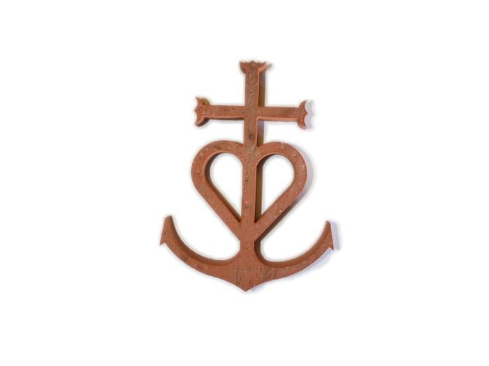 Croix Camarguaise en terre cuite 15cm ép.2cm Rosé-Rouge Modelé Vieilli Main