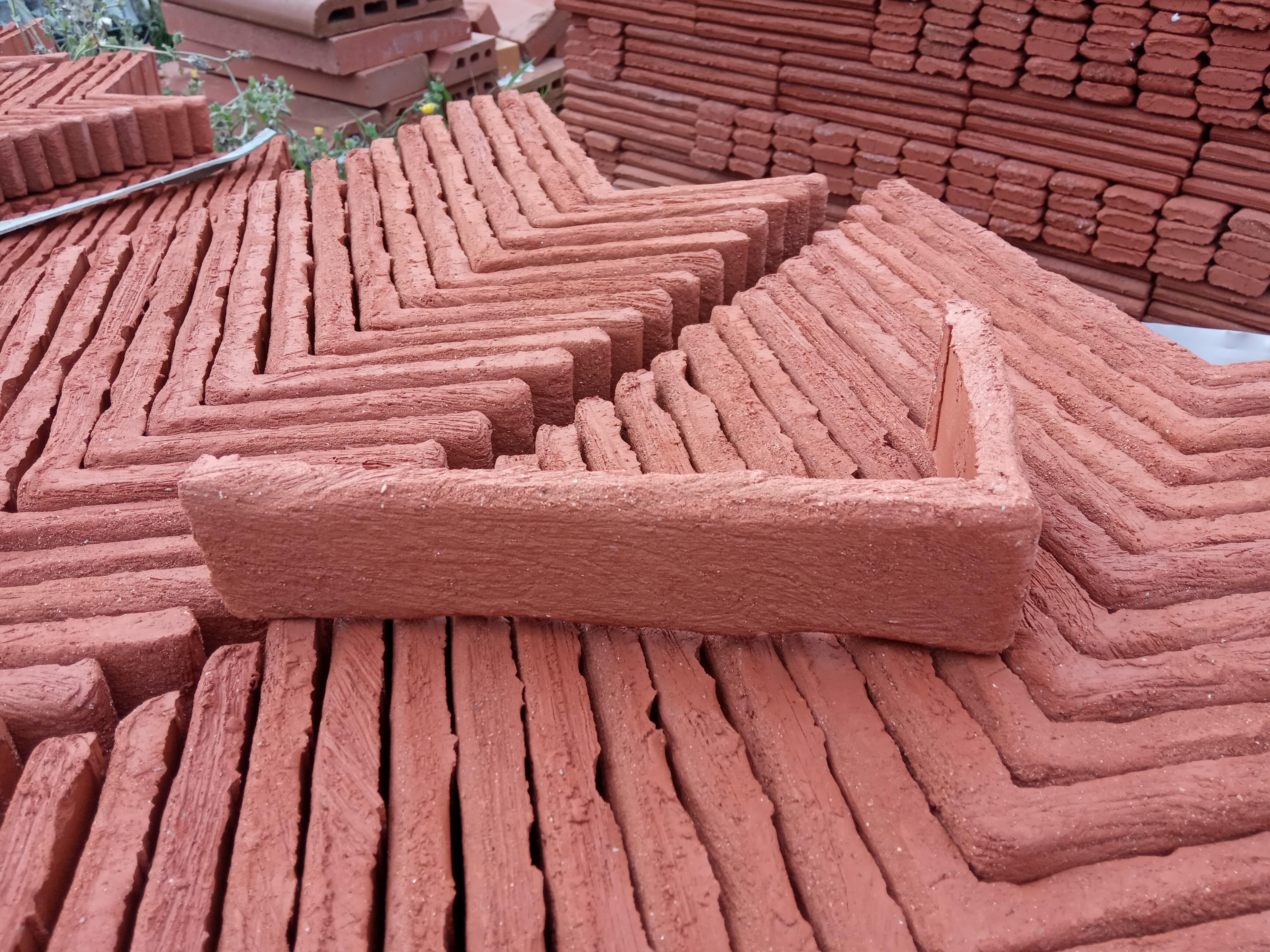 Equerre de Parement Rustique rosé rouge 28x14x5cm ép.1,5cm