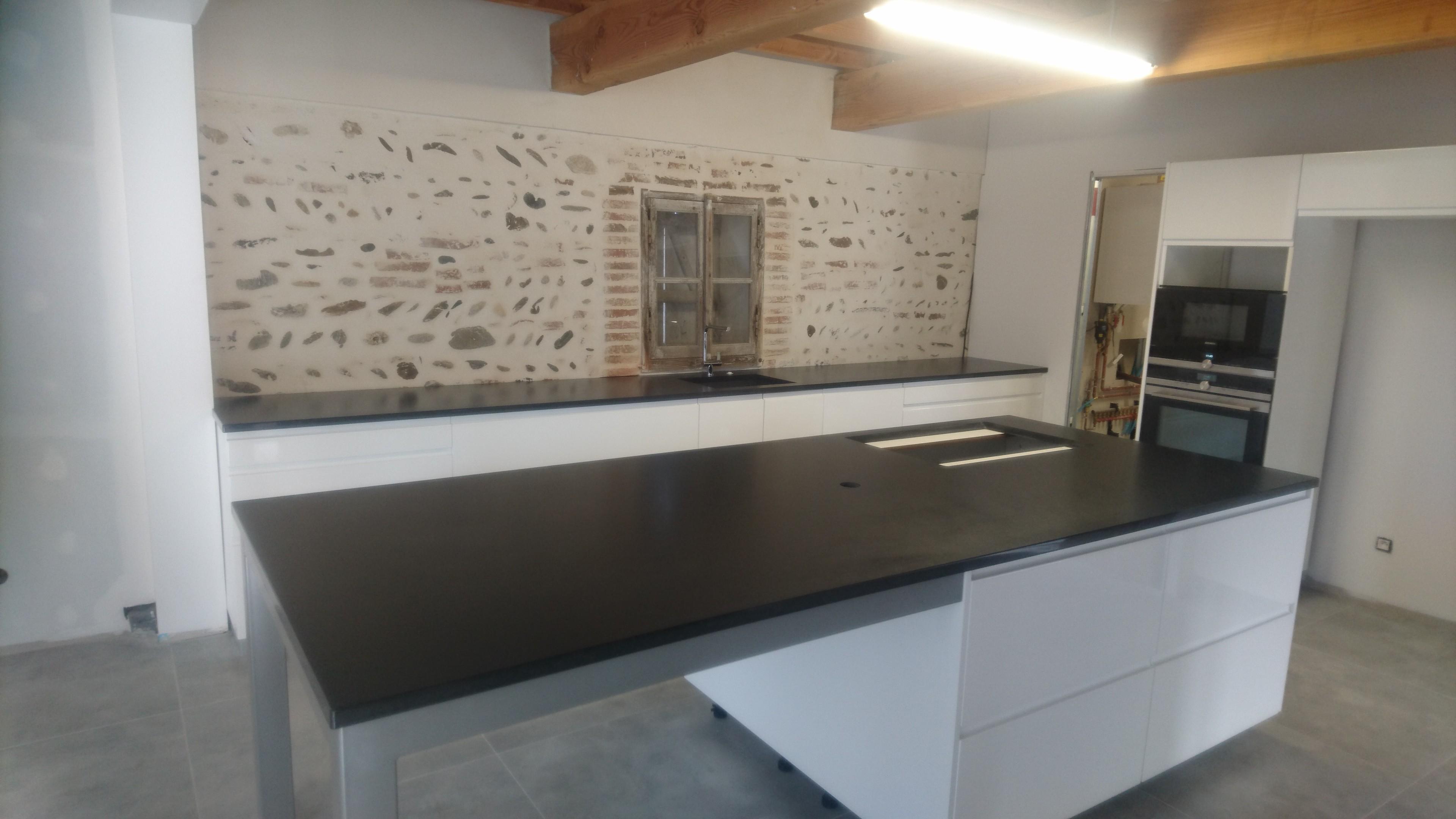 Plan de Cuisine en Granit Noir du Zimbabwé finition cuir