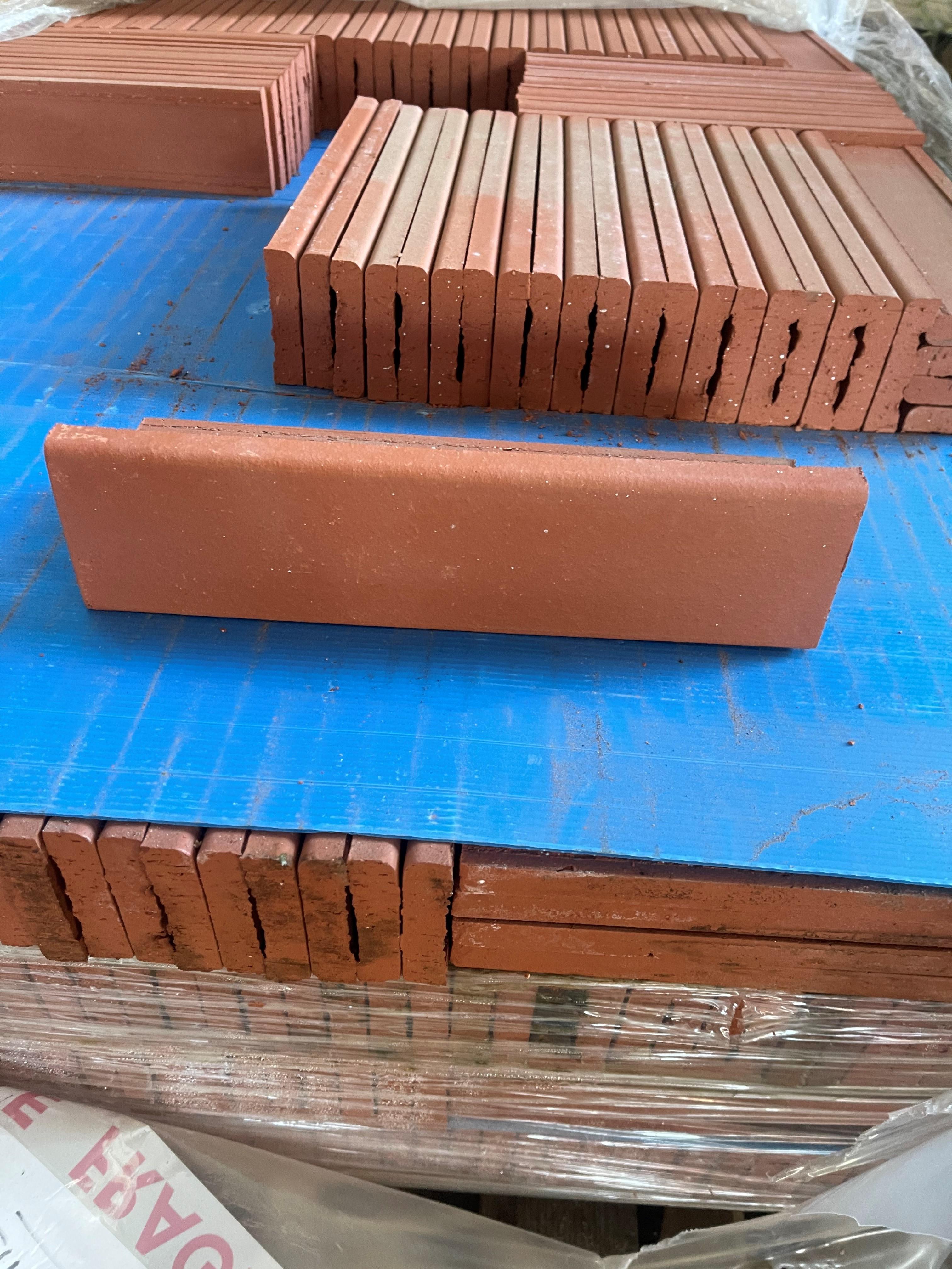 Plinthe Lisse Rosé-Rouge 30x7x1.8 cm