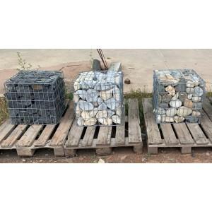 Gabion pré-rempli en grés noir, calcaire gris ou galets de Garonne